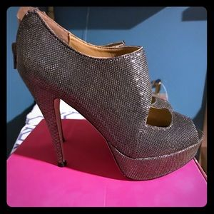 Gunmetal Shoe Dazzle shoeties